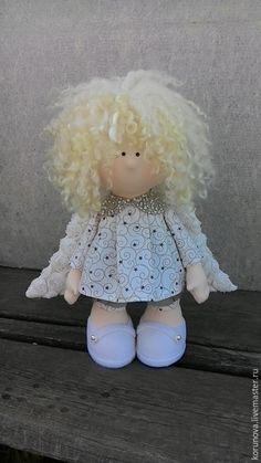 Купить или заказать Я твой АНГЕЛ земной в интернет-магазине на Ярмарке Мастеров. Белокурый ангел. Одежда из немецкого хлопка, волосы кудри овцы. Воротничок украшен бисером.