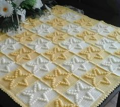 This Pin was discovered by sel Filet Crochet, Bobble Stitch Crochet Blanket, Crochet Bebe, Crochet Squares, Crochet Granny, Baby Blanket Crochet, Crochet Motif, Knit Crochet, Crochet Stitches Patterns