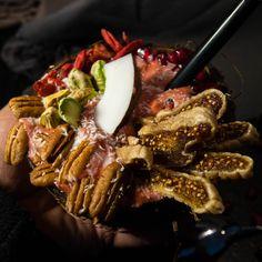 exotic goji cream Fabulous Foods, Steak, Exotic, Yummy Food, Sweets, Ethnic Recipes, Desserts, Coconut Yogurt, Pistachios