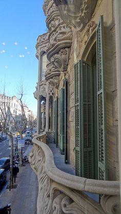 Des del balcó de la Casa Manuel Felip, Barcelona - Ausias March 20