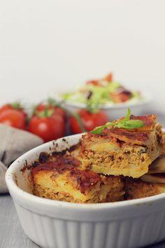 musaca de cartofi cu carne tocata Romanian Food, Homemade Food, Salmon Burgers, Cravings, Dishes, Cooking, Ethnic Recipes, Food, Cooking Recipes