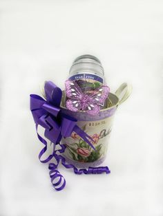 A beautiful soy candle presented in a vintage metal flower pot. A gorgeous gift for gardeners! Price: 12.99  http://luxuryhampers.ie/p/vintage_gardening_gift_set_purple