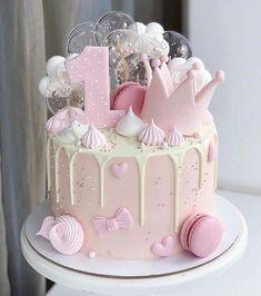 Birthday Cake Crown, 1st Birthday Cake For Girls, Baby Birthday Cakes, Beautiful Birthday Cakes, Birthday Kids, Happy Birthday, Bolo Barbie, Baby Girl Cakes, Birthday Cake Decorating