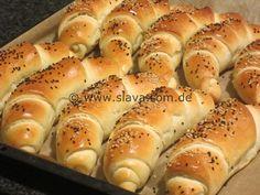 Luftige - lockere Butter-Kifle Hot Dog Recipes, Bread Recipes, Bread Dough Recipe, Dog Cakes, Cake & Co, Bread Rolls, Bread Baking, Hot Dog Buns, Finger Foods