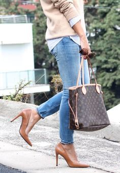 Louis Vuitton Handbags: I'm fussy on designers. It has to be marvellous and worth all the big bucks. And Louis vuitton so is! Vuitton Bag, Louis Vuitton Handbags, Louis Vuitton Monogram, Lv Handbags, Neverfull Louis Vuitton, Neverfull Gm, Fashion Now, Womens Fashion, Fashion Trends
