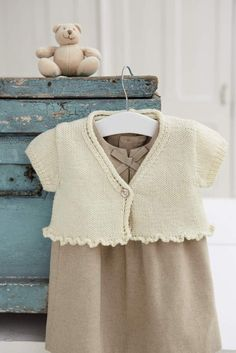 10 Simple Projects for Cosy Babies by Sarah Hatton - Black Sheep Wools - Knitting