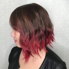 Enchanting hair color is taken notch with the accession of ombre results. Ombre red hair is offered in many colors but looks bright classy then the rest. Ombré Short Hair, Short Brown Hair, Short Straight Hair, Straight Hairstyles, Short Hair Styles, Long Hairstyles, Colored Short Hair, Black Hair Ombre, Red Brown Hair