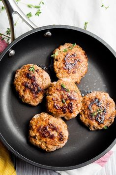 We love these Turkey Breakfast Sausage Patties for breakfast! This homemade turkey sausage recipe is so good for breakfast or brunch. These ground turkey sausage patties are low carb and healthy. Ground Turkey And Sausage Recipe, Homemade Turkey Sausage, Healthy Sausage Recipes, Healthy Breakfast Recipes, Breakfast Ideas, Breakfast Buffet, Savory Breakfast, Free Breakfast, Brunch Ideas