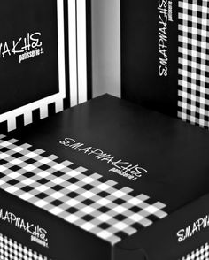 Beautifull black and white pattern fot patisserie packaging box in Greece. @ oghpack.gr #oghpack #greece