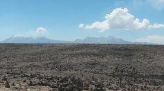 Vista de volcanes en el Colca, Arequipa