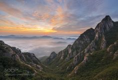 Morning in lion's mane peak ll by rjyoun09. Please Like http://fb.me/go4photos and Follow @go4fotos Thank You. :-)