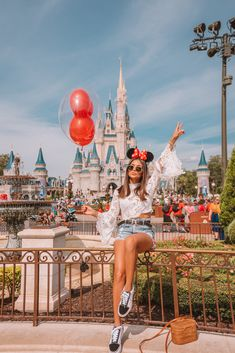 Follow yonce & get posts on the daily @hayleybyu disney. Hongkong Disneyland Outfit, Disneyland Photos, Disneyland Outfits, Disneyland Trip, Disney Vacations, Disney Outfits, Hongkong Outfit Travel, Disney Trips, Disneyland Outfit Summer