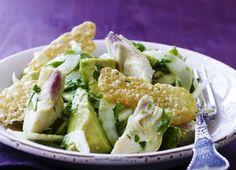 Avokado-artiskok-salat med parmesanchips | Femina