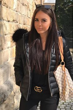 Cute black puffer jacket with faux fur collar over all black. Puffer Jacket With Fur, Puffy Jacket, Black Puffer, Fur Fashion, Winter Fashion, Fashion Outfits, Womens Fashion, Jacket Style, Lights