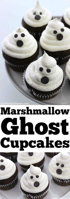 Marshmallow Ghost Cupcakes -will make for a super fun and super simple Halloween Dessert or treat. Marshmallow Ghost Cupcakes -will make for a super fun and super simple Halloween Dessert or treat. Diy Halloween Essen, Bolo Halloween, Postres Halloween, Dessert Halloween, Halloween Cookie Recipes, Halloween Goodies, Halloween Food For Party, Spooky Halloween, Halloween Deserts Easy