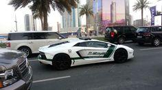 voiture de police dubai, circulation routière, palmes, hôtel, Lamborghini Aventador