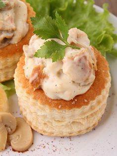Vol-au-vent aux blancs de poulet : Recette de Vol-au-vent aux blancs de poulet - Marmiton Check out the website to see more