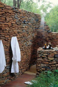 außendusche selber bauen steinwände