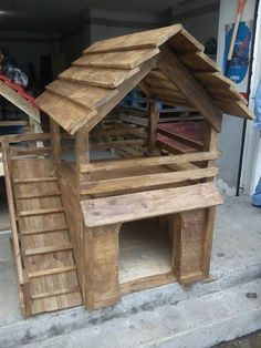 If you love your pet dog and you wish to construct a house for him then it is not a hectic task. You can simple make use of pallets of wood to build a dog house and customize it according to your choice. Pallet Dog House, Build A Dog House, Dog House Plans, Modern Dog Houses, Cool Dog Houses, Rustic Dog Houses, Double Dog House, Wood Dog, Dog Rooms