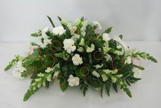 Learn how to make table centerpieces, bridal bouquets, corsages, boutonnieres and church florals.  Buy wholesale flowers and discount florist supplies.