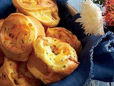 Savory Jalapeño-Cheddar Popovers feature a little kick of heat that we know you& love. For a head start, make the popover batter a day ahead; cover and chill. Then bring to room temp before baking. Strudel, Croissants, Bread Recipes, Cooking Recipes, Pudding Recipes, My Favorite Food, Favorite Recipes, Popover Recipe, Planning Menu