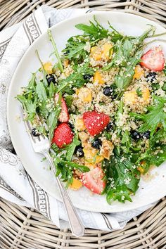 Berry, Arugula and Quinoa Salad with Lemon-Chia Seed Dressing | www.floatingkitchen.net
