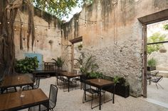 Completed in 2016 in Merida, Mexico. Images by Pim Schalkwijk, Juan Sánchez Cano. The project for this bar has been strictly determined by the nature of the building itself and its cataloging as a Historic Monument by the National...