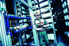 Pankl Racing Systems setzt auf flexible KNAPP-Shuttles - http://www.logistik-express.com/pankl-racing-systems-setzt-auf-flexible-knapp-shuttles/