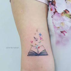 Awe-inspiring Book Tattoos for Literature Lovers - Body Art - Tatoo Ideen Mini Tattoos, Cute Small Tattoos, Wrist Tattoos, Pretty Tattoos, Finger Tattoos, Beautiful Tattoos, Body Art Tattoos, Tattos, Girly Tattoos