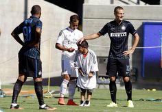 Un enfant envahit le terrain de Real-Inter - http://www.actusports.fr/113913/enfant-envahit-terrain-real-inter/