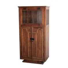 Armario antiguo realizado en madera maciza con detalles en madera torneada y original pie.   Mueble expositor con puerta abatible de cristal.