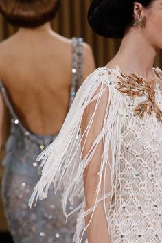 A detailed look at Chanel Spring 2016 couture fashion show #evatornadoblog #iloveit #mustpin #mycollection @evatornado