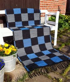 Toras vävstol Woven Rug, Diy And Crafts, Weaving, Rag Rugs, Blanket, Fabric, Inspiration, Table, Logs