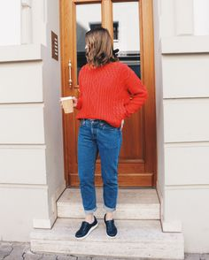 Levis jeans + knitted oversized sweater  #levis #jeans #red #oversizedsweater #streetstyle