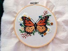Diy Embroidery Shirt, Diy Embroidery Designs, Butterfly Embroidery, Simple Embroidery, Hand Embroidery Patterns, Embroidery Kits, Hand Embroidery Videos, Creative Embroidery, Broderie Simple