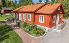 Minienergihus i 1800-talsstil - XNvillan Norwegian House, Carport Garage, Orange House, Small Buildings, Summer Dream, Exterior Paint, My Dream Home, Shed, Villa
