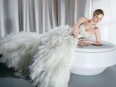 Noivas | O Vestido https://urbanglamourous.wordpress.com/…/12/noivas-o-vestido/ https://www.facebook.com/urbanglamourous #Beauty, #Beleza, #Bride, #casamento, #Dress, #Fashion, #Fashionista, #Glamour, #Moda, #Modern, #Moderna, #Noiva, #Romantic, #Romântica, #Tradicional, #vestido, #wedding