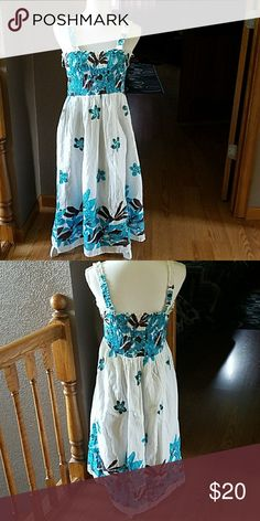 """Sundress, sz M Beautiful sundress, never worn, removable straps, 37"""" in length not including straps Dresses"""