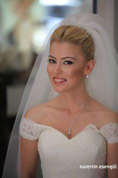 Kuaför Nurettin Esengül'den En Yeni Gelin Saçı Modelleri 2015 http://www.nurettinesengul.com/gelin-saclari