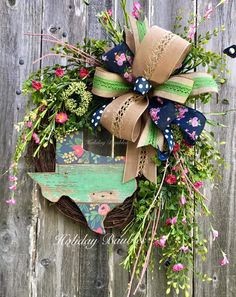 I need this with the great state of Georgia on it! Texas Floral Grapevine by Holiday Baubles Wreath Crafts, Diy Wreath, Wreath Ideas, Mesh Wreaths, Holiday Wreaths, Texas Crafts, Trendy Tree, Summer Wreath, Spring Wreaths
