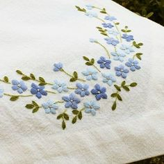 Supreme Best Stitches In Embroidery Ideas. Spectacular Best Stitches In Embroidery Ideas. Hand Embroidery Flowers, Embroidery Works, Hand Embroidery Stitches, Hand Embroidery Designs, Ribbon Embroidery, Floral Embroidery, Cross Stitch Embroidery, Machine Embroidery, Border Embroidery