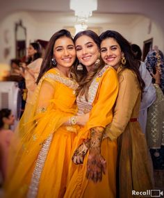 Fashion & Beauty Influencer Aaliya Of The Image Code Got Married. Pictures Here! Friend Poses Photography, Indian Wedding Photography Poses, Girl Photography Poses, Bridal Poses, Bridal Photoshoot, Wedding Poses, Desi Wedding, Sister Poses, Girl Poses