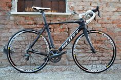 #Scott Foil full carbon road bike available for rent at Veloce®. Further information and request at http://www.rentalbikeitaly.com