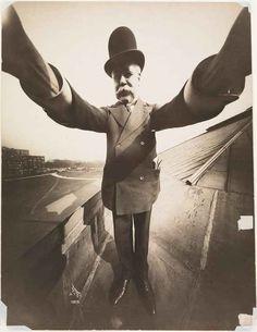 """Il SELFIE ha più di 100 anni!!! Guarda il primo selfie che fu fatto... Viviamo in un periodo in cui """"farsi un selfie"""" è diventata la cosa più normale del mondo, siamo circondati da persone che allungano il braccio (o ancor peggio il bastone) e, con facce a volte imbaraz #selfie #fotografia"""