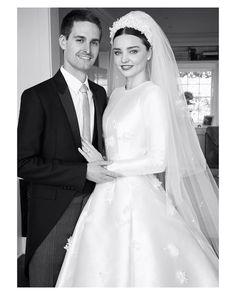 Congratulations to the beautiful couple @mirandakerr & @evan.spiegel I love her marvelous dress designed by @dior { by @patrickdemarchelier}. #mirandakerr #dior #victoriassecret #goodnight #buenasnoches #wedding #weddingday #boda #bride #bridetobe #bridal #mariee #groom #bridaldress #vestidodenovia #weddingdress #photography #photoshoot #beauty #inlove #amazing #espectacular #beautiful #stunning #weddinginspiration #inspiration #love #like #picoftheday #siempremia