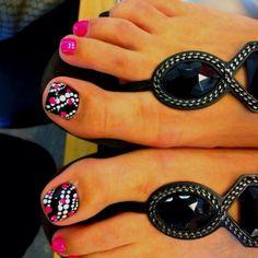 New Ideas Pedicure Designs Toenails Black Hot Pink Toenail Art Designs, Pedicure Designs, Pedicure Nail Art, Toe Nail Designs, Toe Nail Art, White Pedicure, Pedicure Ideas, Pedicure Summer, Wedding Pedicure