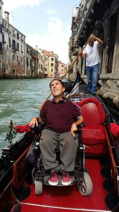 Two gondoliers in Venice have launched the world's first wheelchair-accessible gondola. Travel With Kids, Family Travel, Preschool Special Education, Vacation Places, Vacations, Folder Games, File Folder, Italy Travel, The Great Outdoors