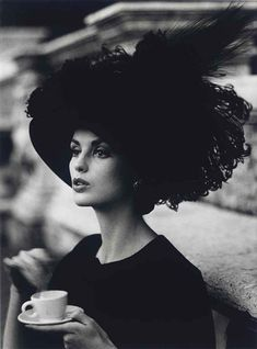 William Klein, Dorothy + feathered hat + coffee, Rome, 1962
