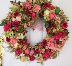 Very pretty wreath. Wreath Crafts, Diy Wreath, Couronne Diy, Corona Floral, Deco Floral, Floral Foam, Romantic Cottage, Romantic Homes, Rose Cottage