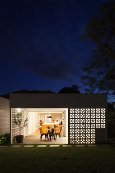 Sydney-based Architect Prineas has redesigned Breeze Block House turning it into a modern and open house. The Breeze Block House was . Architecture Antique, Interior Architecture, Design Exterior, Interior And Exterior, Modern Interior, Breeze Block Wall, Casa Patio, Breezeway, Concrete Blocks